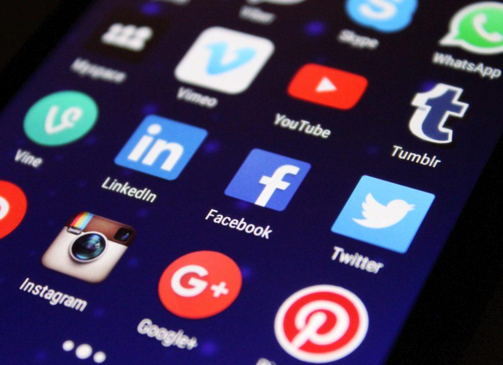 Visuel Les réseaux sociaux et le conversationnel